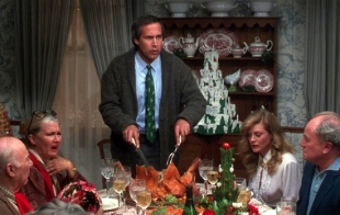 christmas-vacation-chevy-chase-carving-turkey-dinner