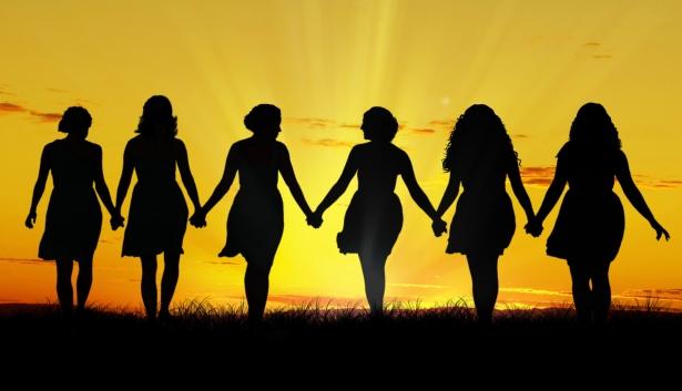 Women walking hand in hand – Version 2